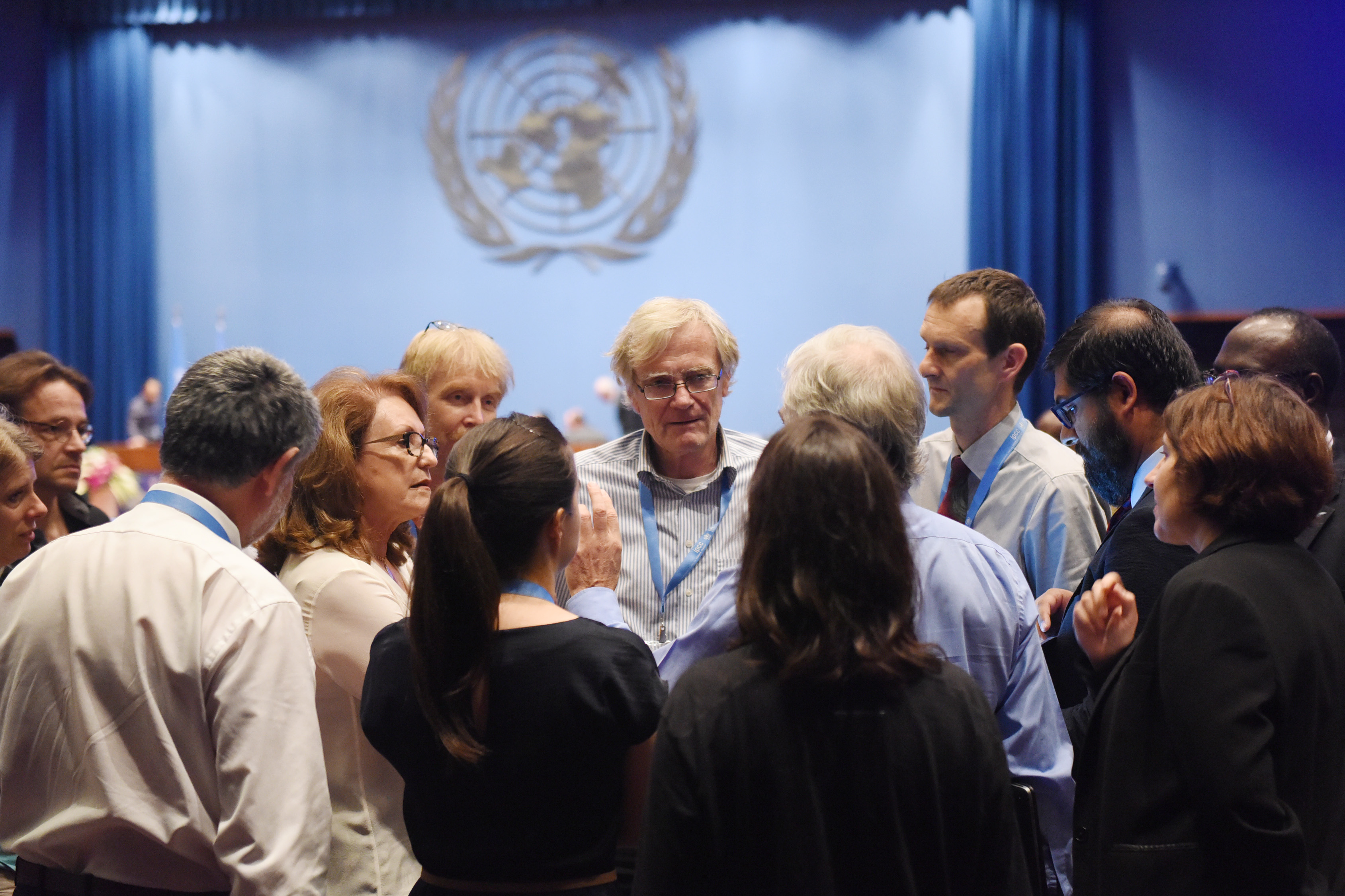 Delegates discuss the decision text on the 1.5°C Special Report